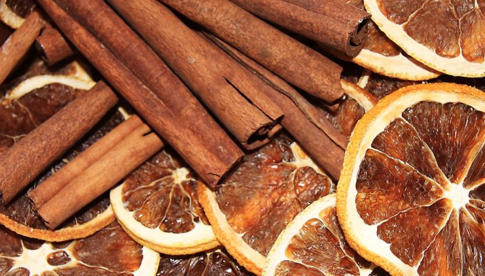 Photo of dried oranges with cinnamon sticks