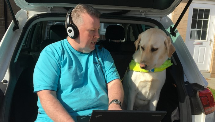 Conect Radio presenter broadcasts from home with his guide dog