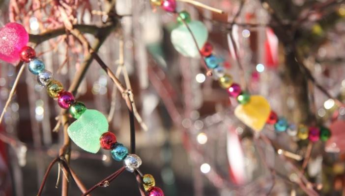 Photo of a Christmas tree made of branches with beaded decorations