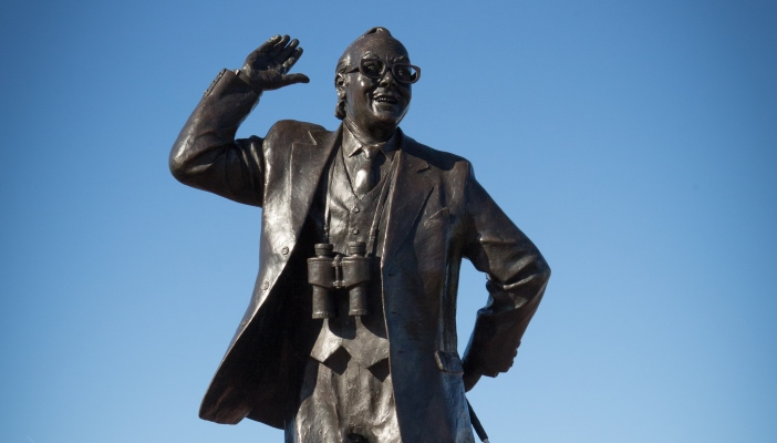 Image of an Eric Morcombe statue