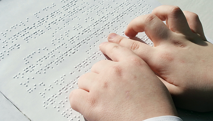 fingers reading braille