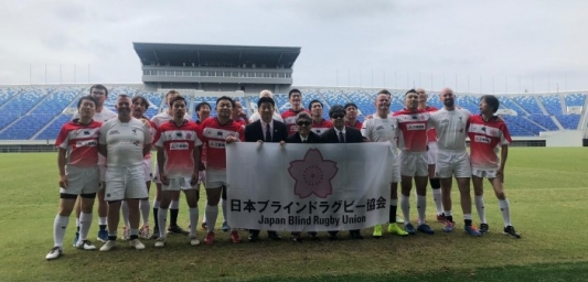 Members of the Japan and UK VI Rugby teams group photo